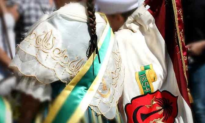 bordado manteleta traje regional traje villenera fiestas villena